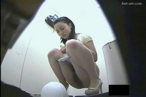 Hidden camera in the toilet Japanese girl