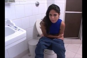 Beauty Fernanda poopingin the toilet