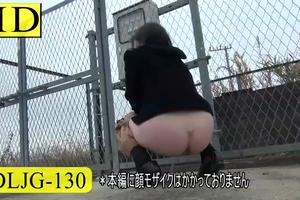 Japanese girls scat on the streets and in the parks