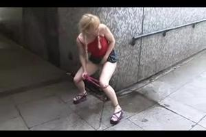 Blonde piss in the underpass