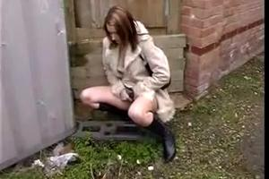 Woman piss in the alley