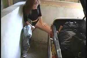 Chick pissing the car in the garage