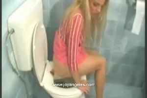 Ana Didovic late in the toilet